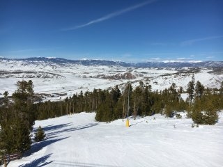 Ski-In/Ski-Out 3BR Granby Condo w/Wifi & Terrific Community Amenities - Amazing Location! Easy Access to Lakes, Major Ski Resorts & More