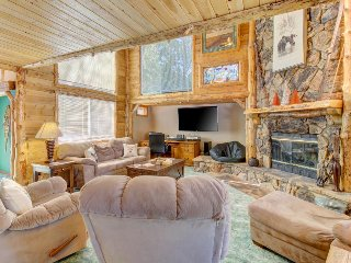 Dog-friendly fairytale house near skiing, with pool table & great yard w/gazebo, Big Bear Region