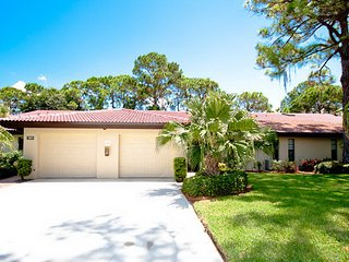 Sarasota's best kept secret! Beautiful Rennnovated Villa, 2Br 2 Bath, sleeps 4-6