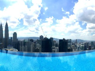 Infinity Pool + Wifi + City Center 3