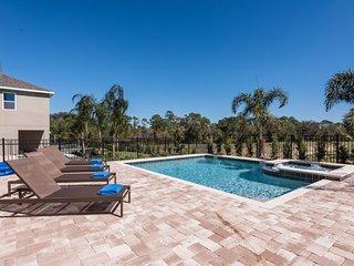 Modern 7 Bedroom Pool Villa 6 minutes to Disney