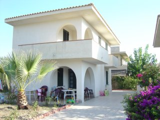 Beautiful villa 70 m from the sea, Santa Maria del Focallo