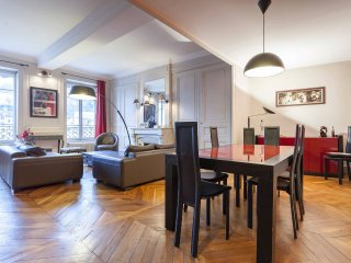 Beautiful appartement on the river side. 5 bedrooms, for 11 people.