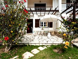 1 bedroom spacious beach garden apartment, A.Gordios, 16 km from Corfu, w. coast