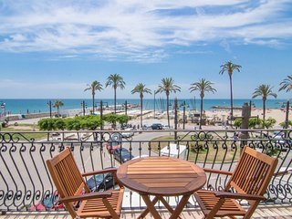 Small apartment with superb sea views in Sitges.