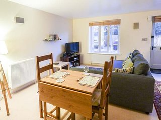 TILLOWS COTTAGE stone-built, romantic, open plan, shop and pub nearby, WiFi, in Bibury, Ref 933748
