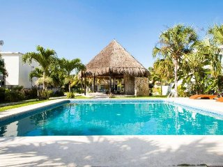 Beautiful new House / shared pool only 7 min from the beach in Playa del Carmen