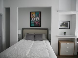 Modern City B&B featuring Art Gallery (Room 2)