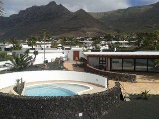 BUNGALOW WITH POOL CIRKULEAU IN FAMARA FOR 4P