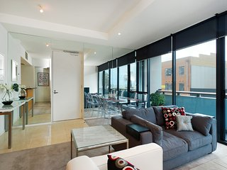 Seaviews, Gym, Pool & Tennis, close to tram and shopping..., Melbourne