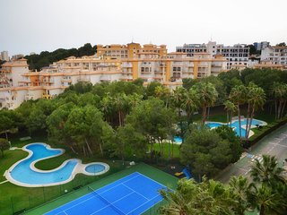 5th Floor 4 Bed Apt / Pool / A/C / Wi-Fi / Lift Access / Campoamor Beach