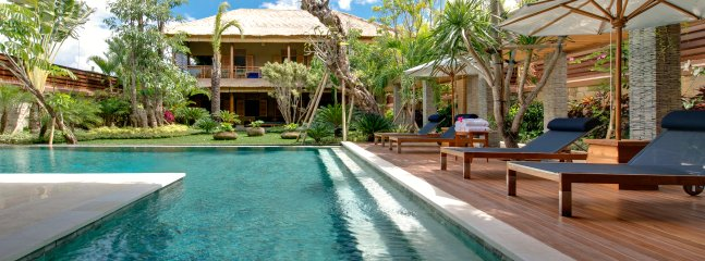 Award Winning 10br private pool villa 20pax Large Tropical Garden Seminyak