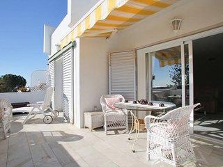 Hermosa casa en zona residencial, piscina y grande teraza vista mar y montaña, Nueva Andalucia