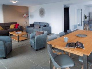 Appartement moderne avec jardin et une belle vue sur le lac et les montagnes