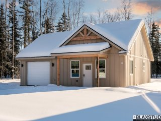 Chic Craftsman Style Cottage - Vacation or Executive Retreat! 1Bed 1Car Garage!, Wasilla