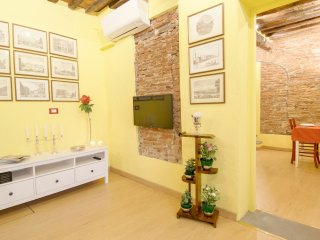 COZY BRICKS in LUCCA! 4/6p. air conditioning & wi-fi inside the city Walls