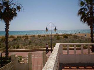 Ref 180.- 1a linea de playa con salida directa al paseo. Con pkg  y barbacoa.