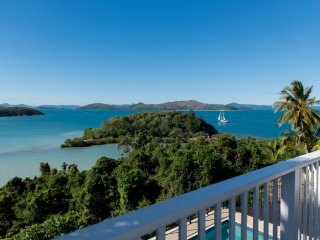 Villa Whitsunday - Waterfront Retreat in Shute Harbour *WI-FI*, Airlie Beach