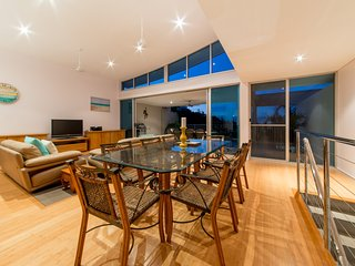 Executive Town Home - Azure Sea in Airlie Beach *WI-FI*