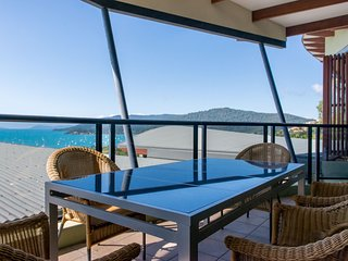Penthouse at Waves Central - Airlie Beach WITH FOXTEL