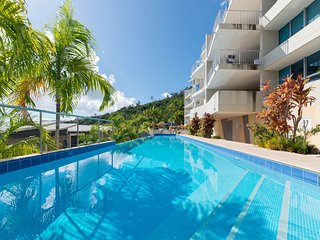 Azure Seas Executive - Airlie Beach