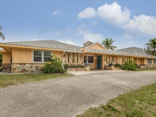 Exceptional Executive 6 Bedroom rental home across from Fort Myers Beach with