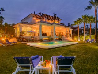 El Rosario villa with pool, spacious garden, terraces, WiFi, jacuzzi, BBQ
