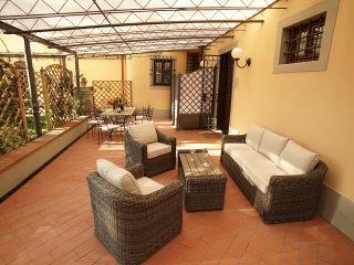 Apt. Mughetto in stunning Villa, swimming pool, Chianti, 15 min from Florence, Impruneta