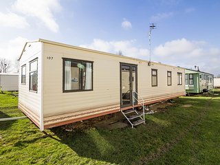 Ref 50053 Dunlin area, 3 Bed, 8 Berth static caravan at California cliffs.