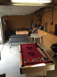 Salle de jeux (billard babyfoot et table de pingpong )