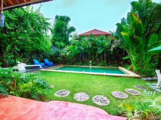 3 BR Lux Pool Villa Ocean Star No2 Seminyak 100m beach and KuDeTa club