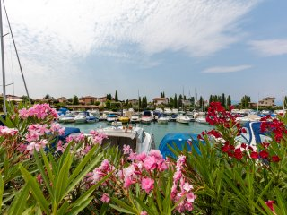 Casa Al porto - Lake, port and village port near by - pet friendly - pool