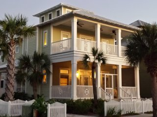 Summer Breeze - Steps from Beach, Across from Pool, Carillon Beach