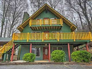 NEW! Vibrant 4BR Chimney Rock Cabin w/Wooded Views!