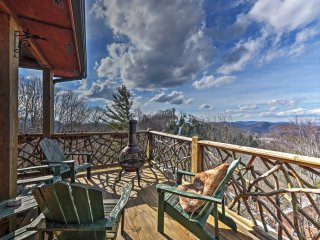 NEW! 3BR Mars Hill Cabin w/ Amazing Mountain Views