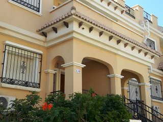 Villamartin holiday villa, sleeps 6, WIFI, Com pool & air con