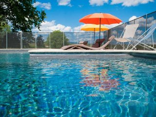 Mas Fabrègues holiday cottages in France, with pool