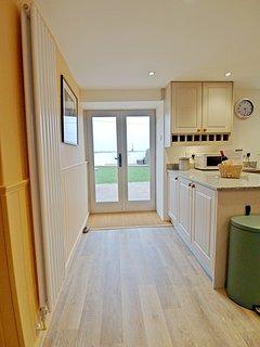 Door from kitchen to back garden