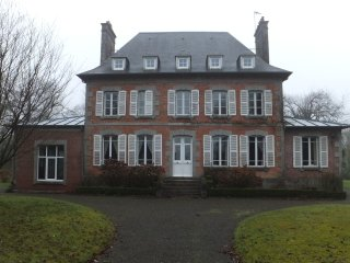 Lovely Chateau in 3 acres of gardens with heated, swimming pool & tennis court, Saint-Sauveur-la-Pommeraye