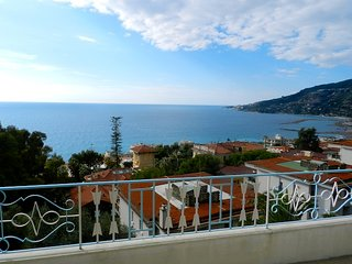 Wonderful Attic with Big Sea View Terrace in Ospedaletti