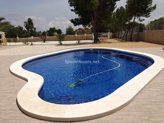 Apartment with private pool in a villa Mutxamel Alicante 20min from the airport