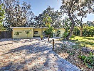 NEW! Renovated 2BR Sarasota Duplex w/Pool Access!