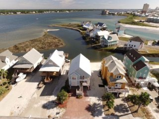 Lagoon Front with neighborhood beach access!, Gulf Shores