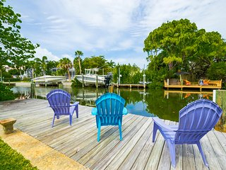 Sophie's Cottage- Waterfront 2/2 with Heated Pool Near Beach Access [Sleeps 8]