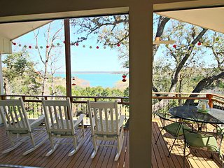 TEXAS ROSE RETREAT, Canyon Lake