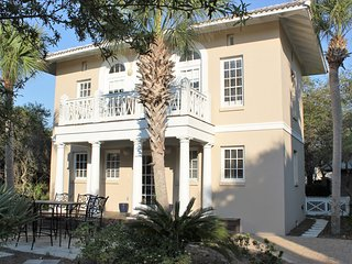 """Nestled Inn"" Gated Community with Spacious Beach.  One Mile from Rosemary Beach"