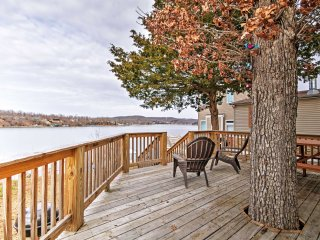 Cozy Camdenton Cottage w/ Deck + Boat Dock Access!