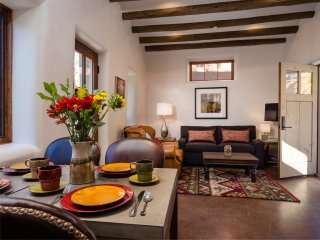 Two Casitas -Carmel - Elegant Adobe home walking distance to Plaza & Canyon Rd.