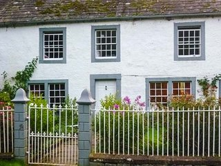 TOWNHEAD FARMHOUSE, semi-detached, woodburner, pet-friendly, private garden, Poo
