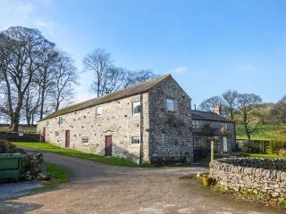 ROCK LODGE FARM, stunning detached farmhouse, countryside views, 5 bathrooms